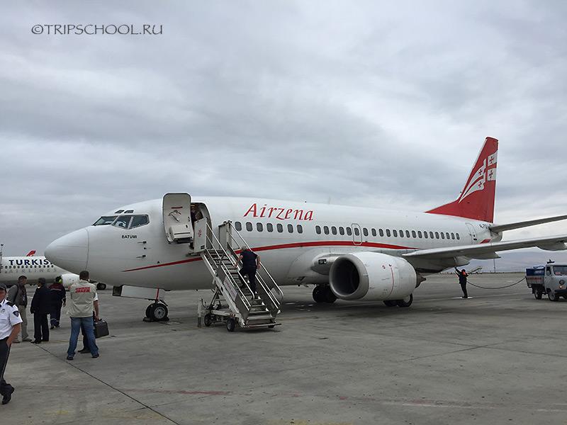 Самолет грузинских авиалиний AirZena